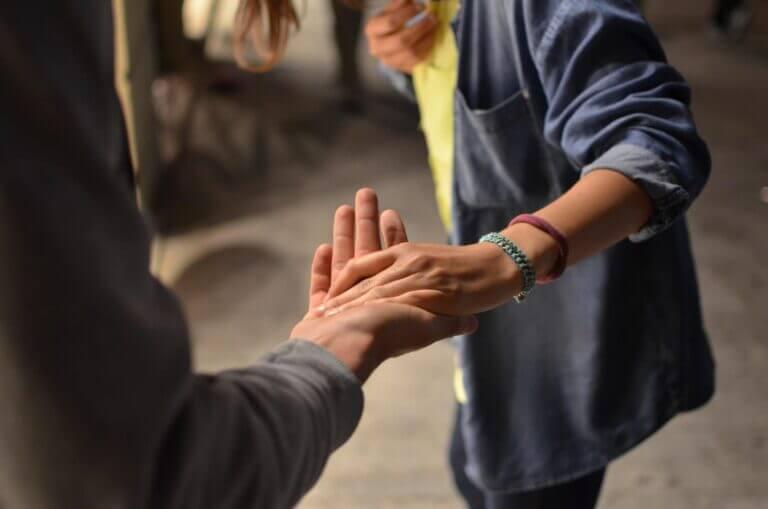 uitreikende hand